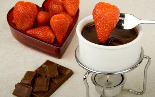 Шоколадное фондю + фрукты и ягоды